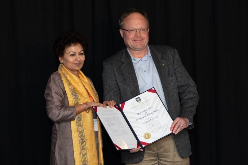 Professor Asha Kanwar (left), President and CEO of the Commonwealth of Learning, presented Athabasca University Professer Dr. Dietmar Kennepohl, with the Award of Excellence for Open and Distance Education Materials at the Pan-Commonwealth Forum held in Edinburgh, Scotland, Sept. 9-12.