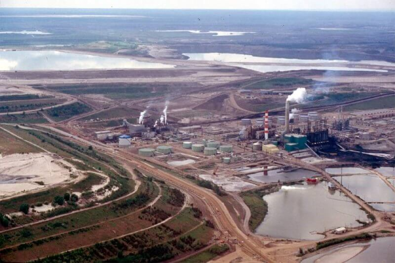 The Athabasca River Basin Image Bank includes pictures of industrial activities taking place within the river basin.