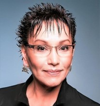 Headshot of Cynthia Rayner